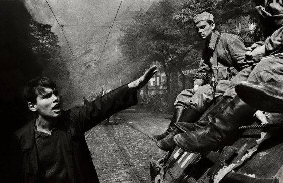 Invasion-68-Prague-Josef-Koudelka-palermo