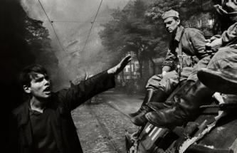 Invasion-68-Prague-Josef-Koudelka-palermo